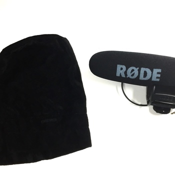 Rent Rode Mic with carry sac