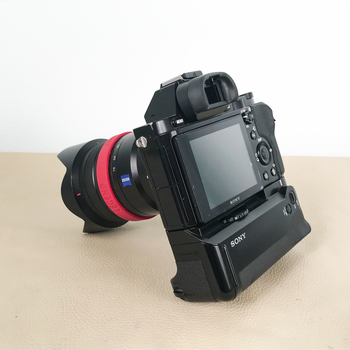 Rent Sony A7S with Zeiss F4/16-70mm Lens and battery grip
