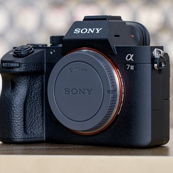Rent BRAND NEW Sony Alpha A7 III + 16-50mm 3.5 Sony Lens + 32gb Memory Card