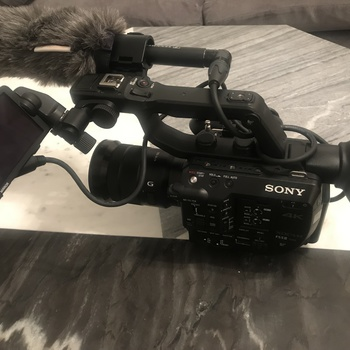 Rent Brand new Sony FS5 Mark II camera kit + 18-105 Sony Lens + Sennheiser MKE 600 Shotgun Mic - lightweight, perfect for handheld shooting