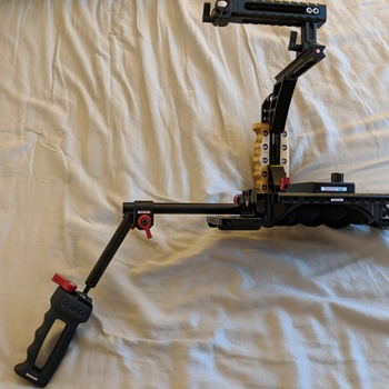 Rent Zacuto VCT baseplate, perfect for mounting Canon C300, 5dMKIII and most pro cinema camera. Stable shoulder rig for shooting in almost all situations and mounting externals like monitor, lights, etc. Make it a kit with our Zacuto Half-Cage!