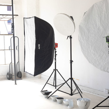 Rent 3 Lights kit (2 DB800 + 1 Einstein E640)  with  stands and modifiers