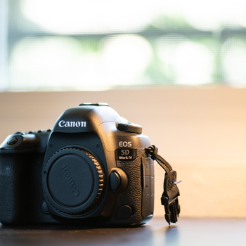 Rent Canon 5D Mark IV with microphone and 24-105