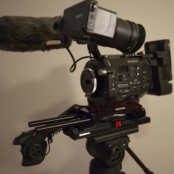 Rent Sony FS7 Kit w/ Extension Unit, V-mounts, Metabones E-EF Speedbooster, Shotgun, VCT Pro Baseplate, XQD cards