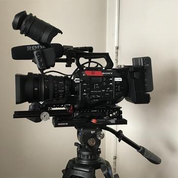 Rent Sony PXW FS7 'Run & Gun' docu kit including zoom lens, extension unit, DIT