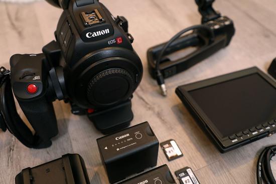 Canon eos c100 mark ii %e2%80%94 full kit w 24 105mm f4l is ii