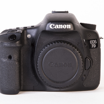 Rent Canon 7D - w/ x4 batteries, charger and x2 16GB CF cards