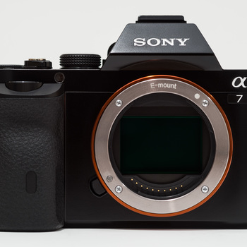 Rent Sony A7s with EF-E Mount adapter