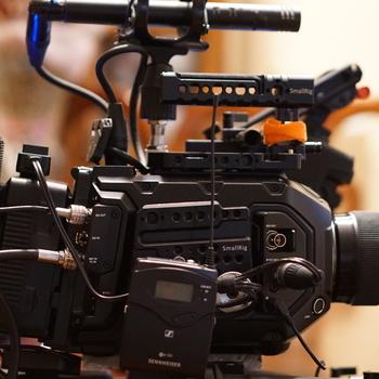 Rent Ursa Mini Pro 4.6K B.Raw ENG/DOC/shoulder Rig/Lens & sennheisser G4 Kit/G3 Kit