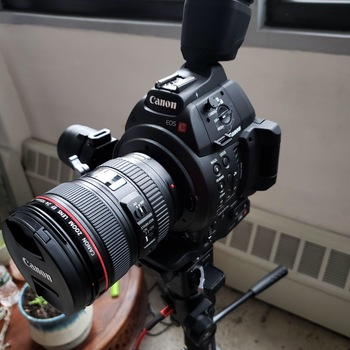 Rent Canon C100 Mark ii kit (with: 1 lens, 3x Canon intelligent batteries, Rode VideoMic Pro Plus, easy-roll camera bag)
