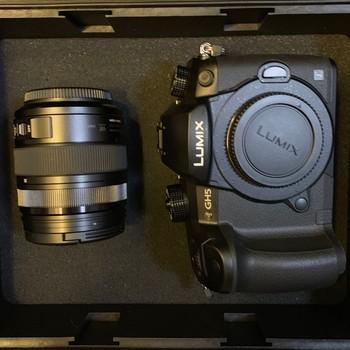 Rent Panasonic Lumix GH5 (V-LOG) with 12-35 mm Lens