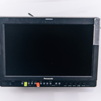 Rent 2 x Panasonic BT-LH1710W - 17'' HD-SDI HDMI monitor - battery or AC power