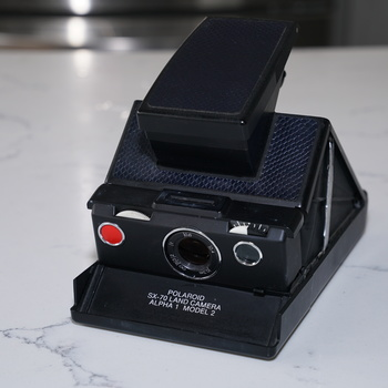 Rent Polaroid SX-70 manual focus instant camera