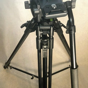 Rent Manfrotto Tripod with Manfrotto 516 Fluid Head