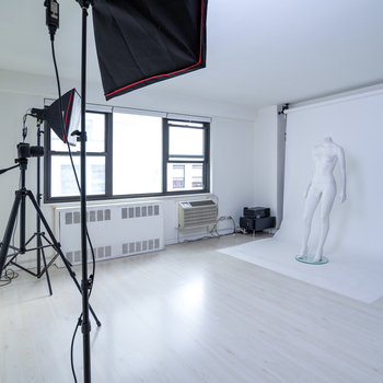 Rent PHOTO SPACE WITH EQUIPMENT  IN THE HEART OF HELL'S KITCHEN, 350ft2