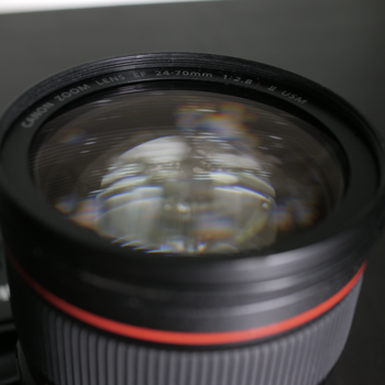 Rent ** CANON 24-70 mm f/2.8 USM ** - -EXCELLENT CONDITION. Like New. CLEAN. w/ hood + Cap