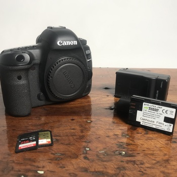 Rent Canon 5D Mark IV Body + Cards + Batteries