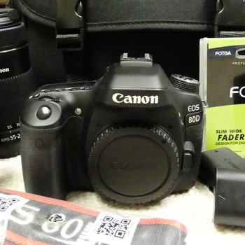 Rent Kit: Canon EOS 80D with 2 lenses and accessories. Comes in a bag.