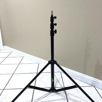 Rent Cheetah C8 self-open light stand
