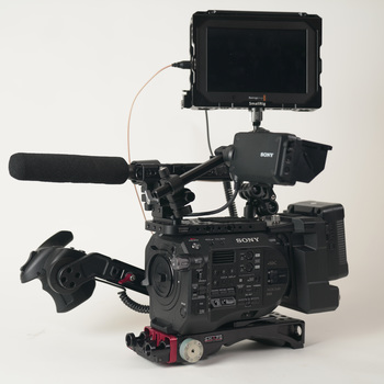 Rent Sony FS7M2 Super35 Cam KIT w/ Ext. Unit, Monitor, Mic, more