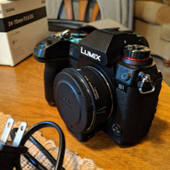 Rent Panasonic S1 with 24-105MM L series Lens (Kit)