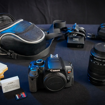 Rent Canon EOS Rebel T4i & 18-135mm Kens Kit with 64gb SD Card