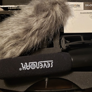 Rent Canon 5D Mark IV w/ grip, flash, bag, mic & lens