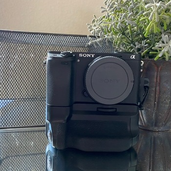 Rent Sony a6400 with Tamron 28-75mm f/2.8 with hand grip