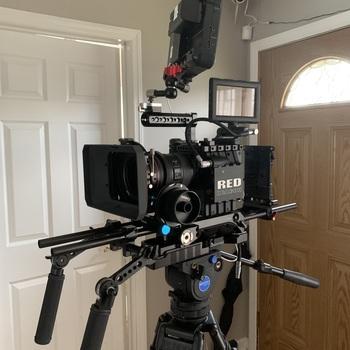 Rent RED SCARLET X DRAGON 6K KIT w/ Shoulder Rig VCT Plate 24-105 EF lens & mattebox