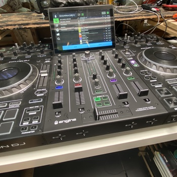 Rent Denon Prime 4 - Mixer - DJ Rig