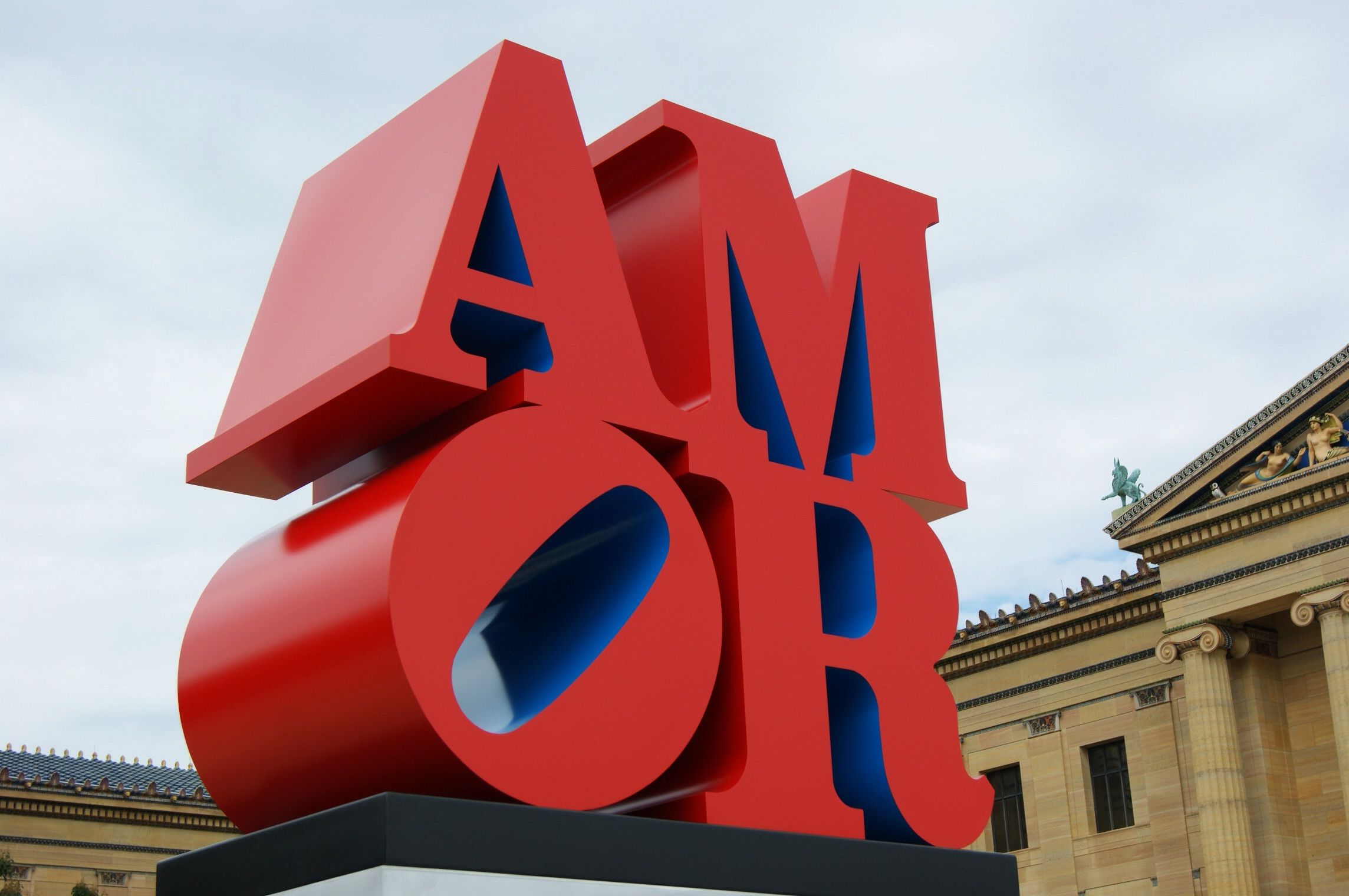 Robert Indiana's Amor Sculpture gets installed at Philadelphia Museum of Art.