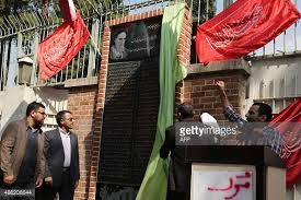 Iranian students unveil anti-American plaque