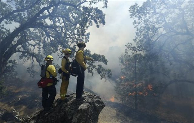 Fire crews gain ground in Northern Cali