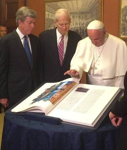Senator Roy Blunt accepts rare gift from Pope Francis