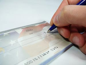 Missouri woman pleads guilty to assisting identity theft