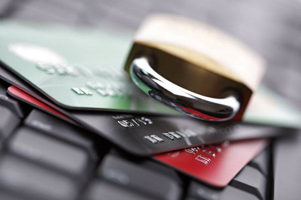 Holiday shoppers fauling victim to fraud
