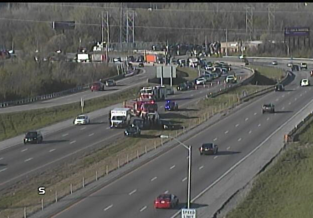 UPDATED – Multi-vehicle wreck snags Northbound I-435 traffic at Stadium Drive