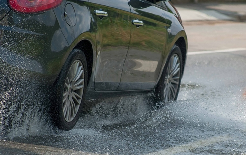 Concordia driver injured after car hydroplanes