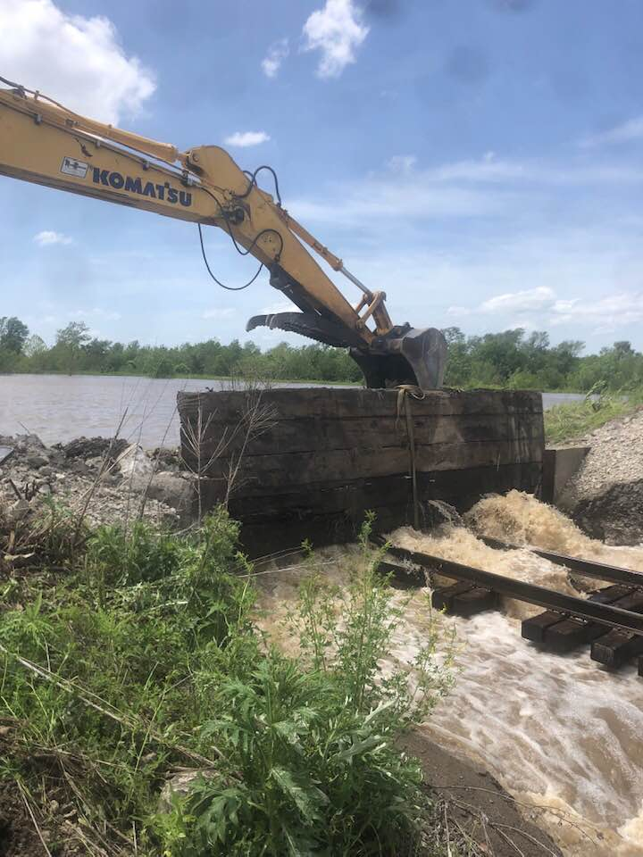 Update: Railroad crews attempting to patch hole in Ray County levee