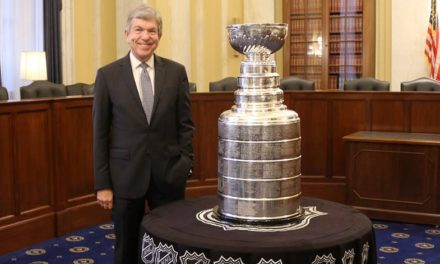 Sen. Blunt welcomes Stanley Cup at Capital Hill