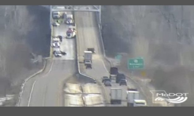 UPDATE:  One dead following crash on I-70 in Cooper County