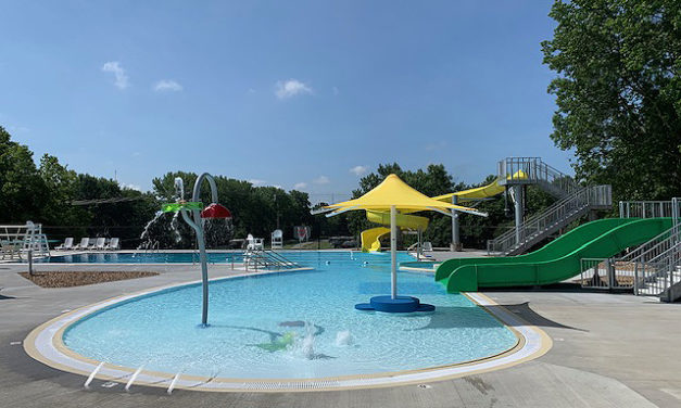 New Carrollton aquatic center makes a splash at its grand opening