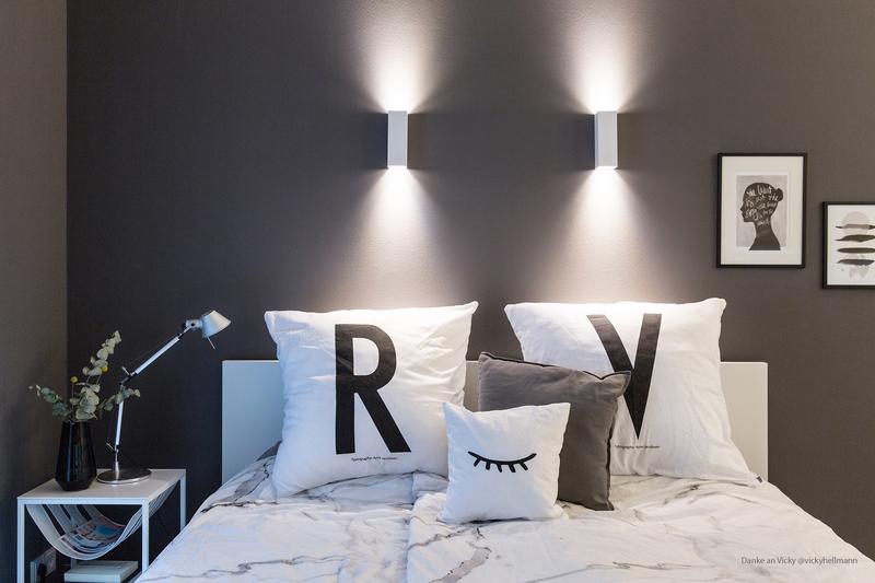 Dunkelgrau als Wandfarbe fürs Schlafzimmer.