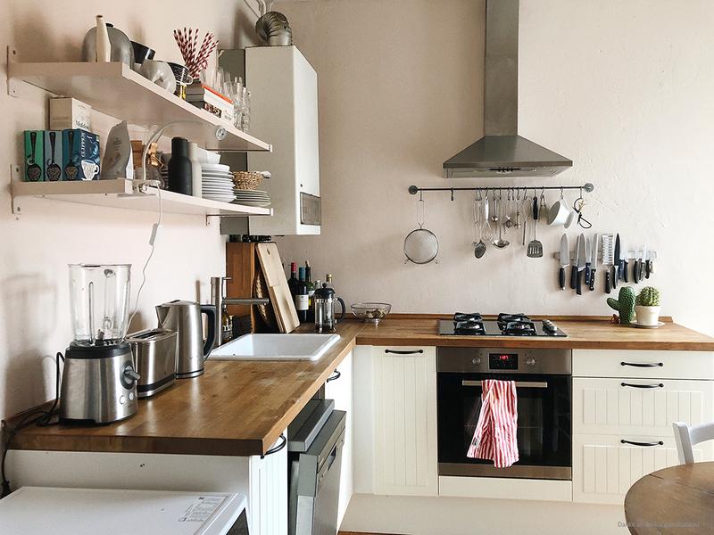 Wandfarbe Rosa in der Küche.