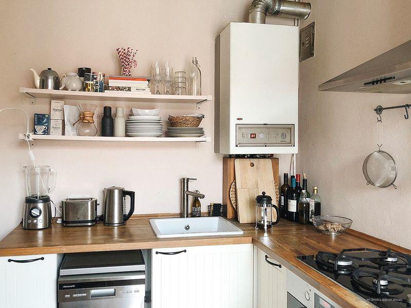 Rosa als Wandfarbe in der Küche.
