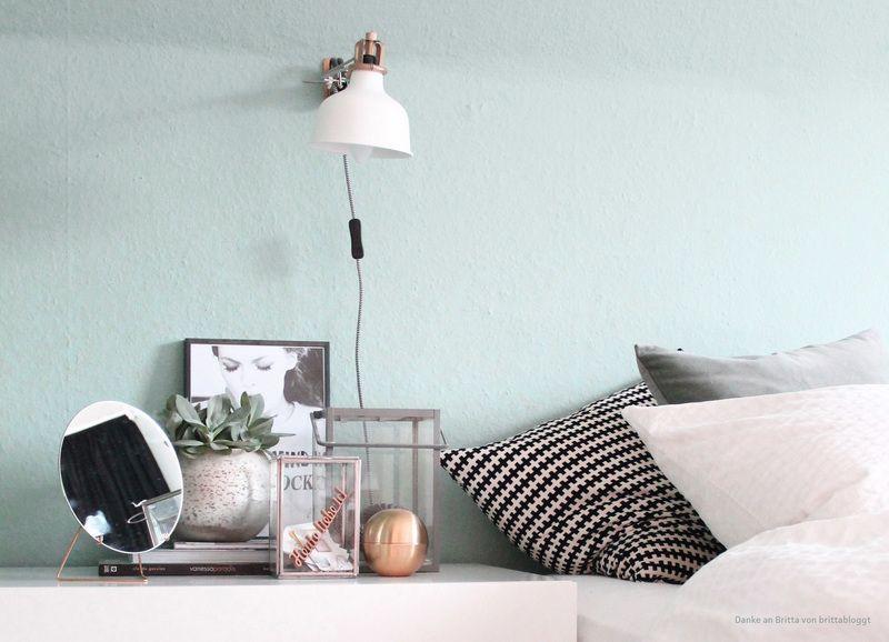 Pastelliges Mintgruen als Wandfarbe im Schlafzimmer.
