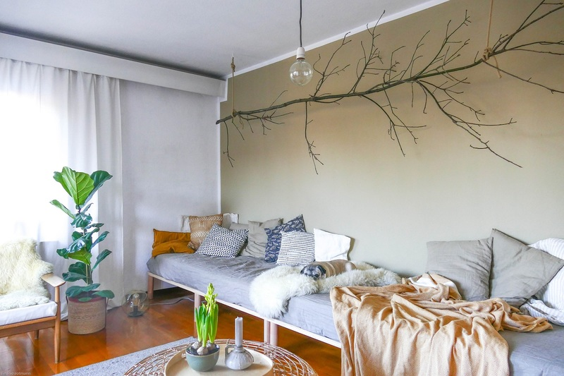 Beige als Wandfarbe im Wohnzimmer.