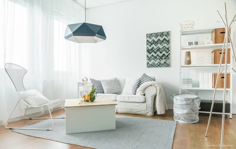 Durch Das Abgetönte Weiß Wirkt Der Raum Wohnlich. Farbige Akzente, Wie  Beispielsweise Hier In Grau Und Blau, Sehen Schick Aus.
