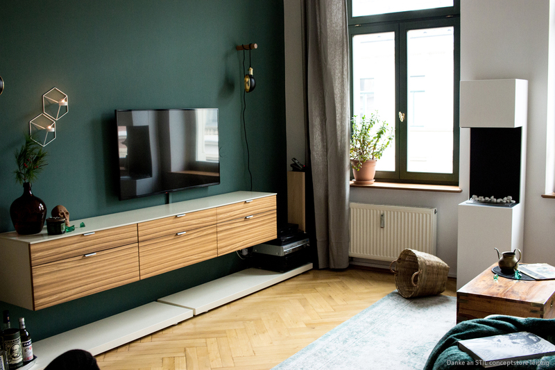 dunkelgr ne wandfarbe im wohnzimmer kolorat. Black Bedroom Furniture Sets. Home Design Ideas
