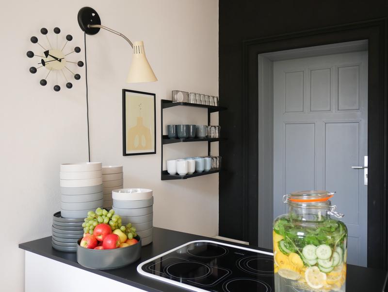 Küche mit Wand gestrichen mit Tafellack.